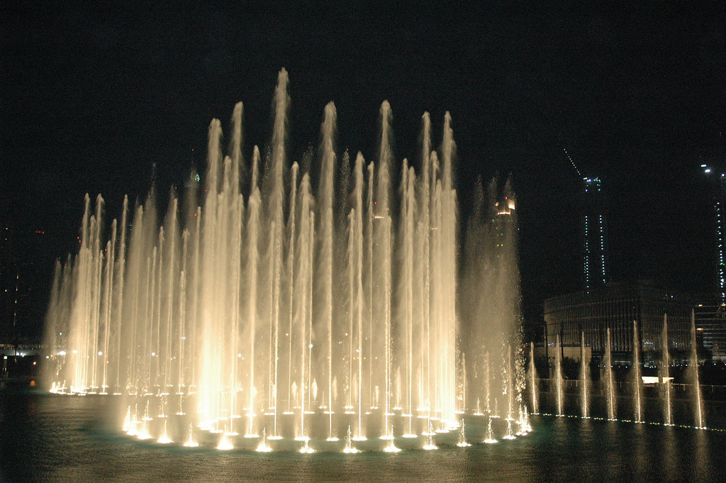 Dubai fountain photo
